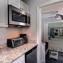Well equipped studio kitchenette