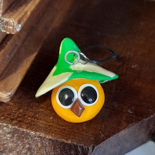 Grigri oiseau jaune avec chapeau