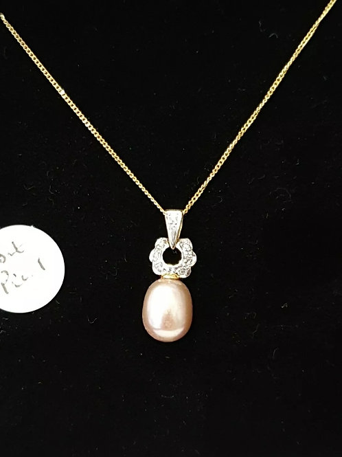 18ct pearl and diamond pendant and chain