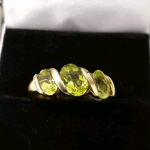 9ct peridot 3 stone ring