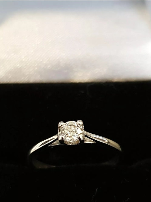 18ct White Gold 25pts Diamond Solitaire Ring