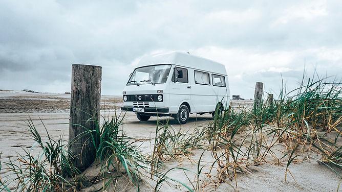 Camper LT28 am Strand an der Ostsee