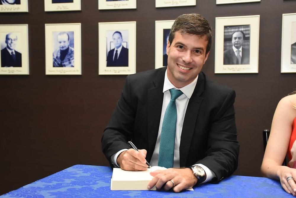Leonardo Coelho, sócio de LL Advogados, escreve na Agência iNFRA sobre naming rights nas concessões