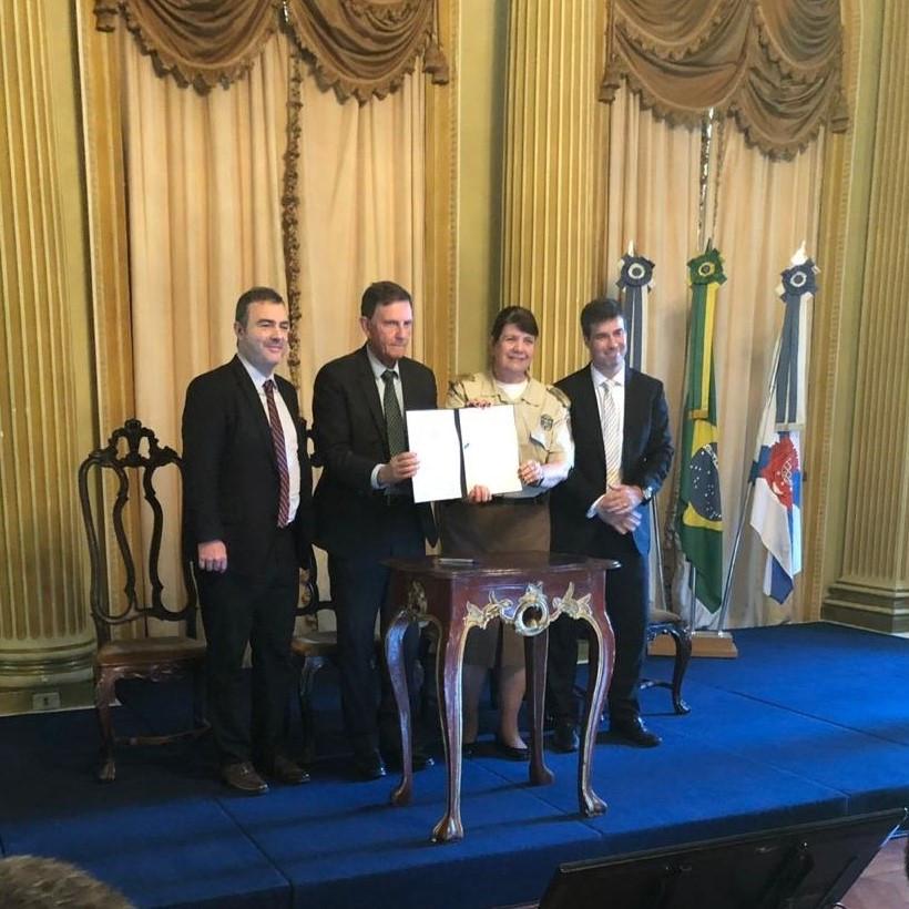 O Subsecretário de patrimônio público, o Prefeito Marcelo Crivella, a Inspetora Chefe da Guarda Municipal e o advogado Leonardo Coelho