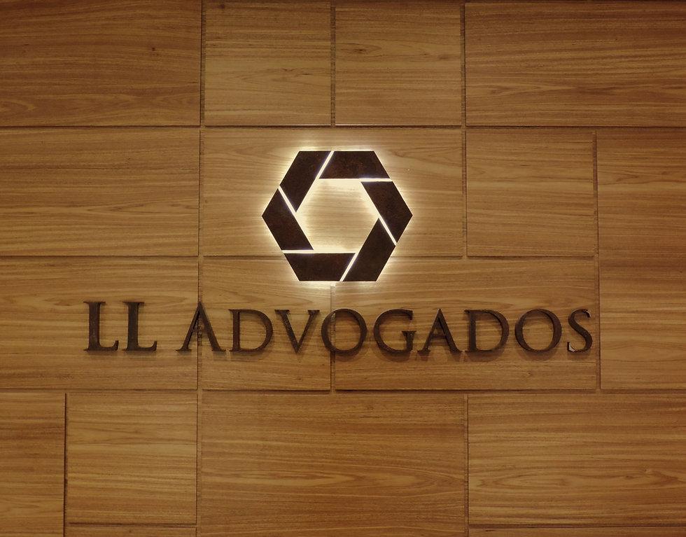 LL Advogados wooden.JPG