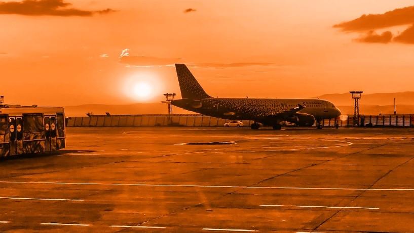 Relatório coordenado por LL Advogados sobre slots aeroportuários