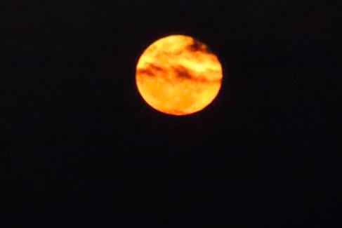 we hebben een prachtige volle maan bij vertrek