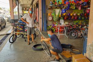 nog even langs de fietsenmaker voor nieuwe (Cape Argus) banden