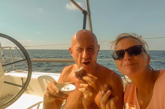 We eten heerlijke oliebollen van Ria & Andre