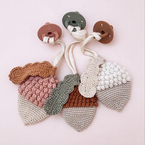 pattern Autumn pacifer clip