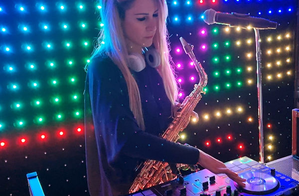 Dj chanteuse saxophoniste mariage musici