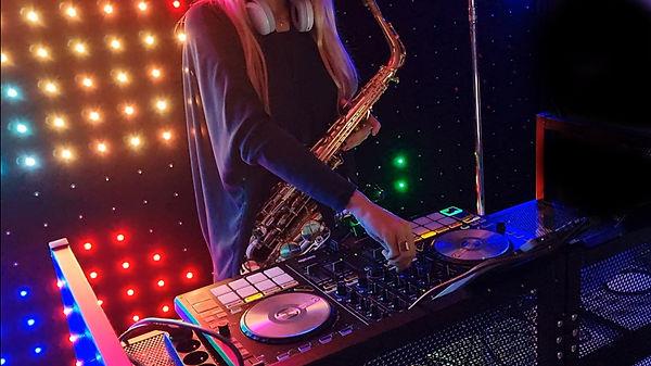 chanteuse saxophoniste DJ var paca maria