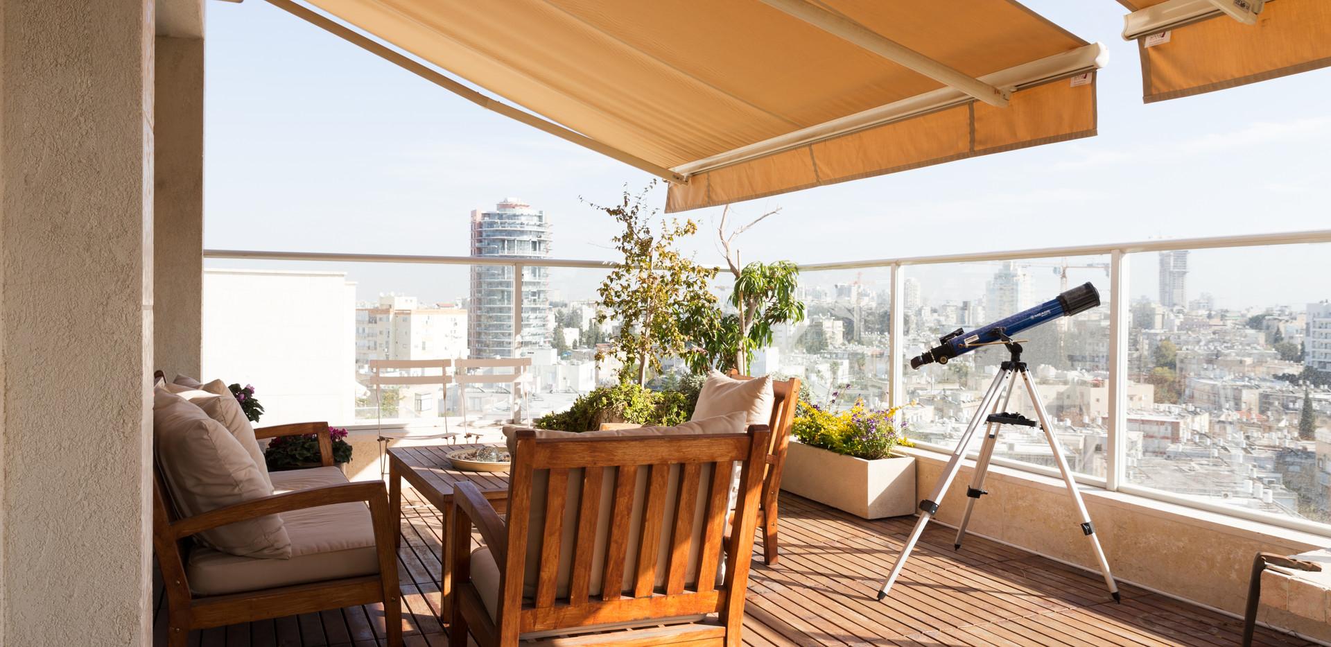 פינת ישיבה במרפסת גג