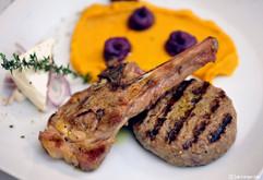Fino&Vino janjeći kotlet i janjeća pljeskavica Fino&Vino lamb chops and lamb hamburger