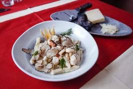Domaći pljukanci sa tartufima Homemade pasta with truffles