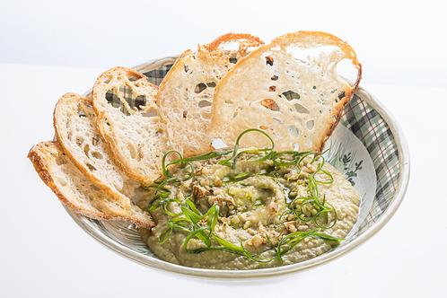 Хумус с хрустящими тостами