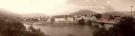 Vista panoramica di Borgo Sacco e il suo fiume