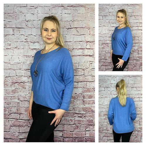 Leichter Rundhals-Pullover mit Kette