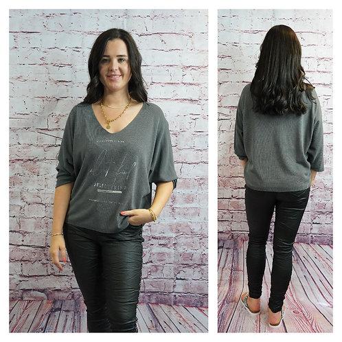 Pullover mit V-Ausschnitt und Silberschrift