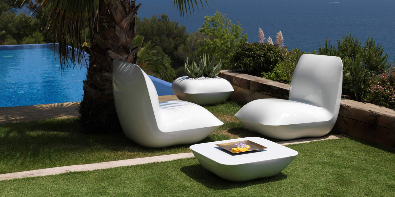 luxury-outdoor-design-furniture-loungechair-armchair-puff-table-pot-pillow-stefanogiovannoni-vondom