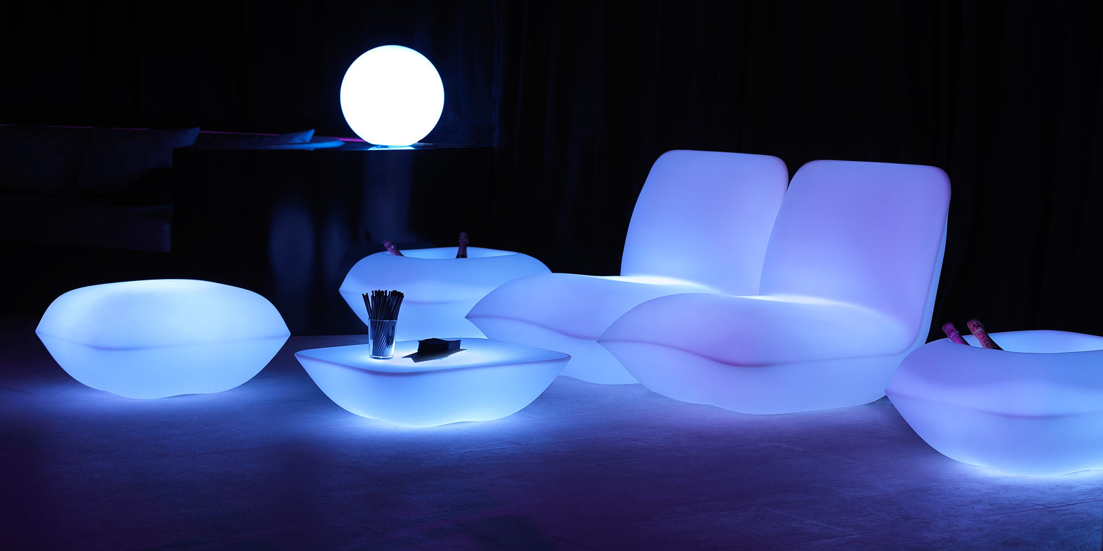 luxury-outdoor-design-furniture-light-up-furniture-loungechair-armchair-puff-table-pot-pillow-stefan