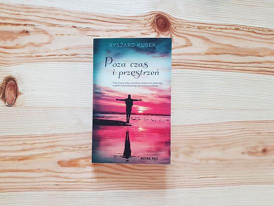 ,,Poza czas i przestrzeń'' Recenzja książki Ryszarda Kuseka