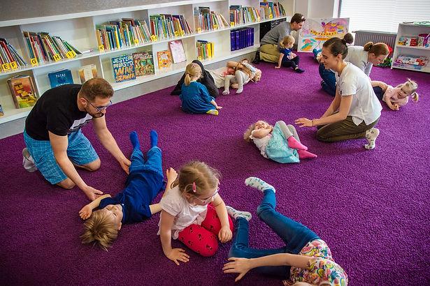Letni teatr improwizacji Wakacyjne warsztaty dla dzieci i młodzieży