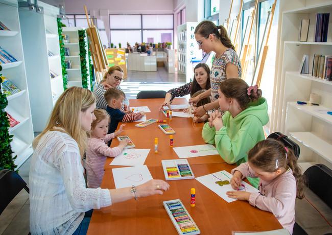 Warsztaty plastyczne dla dzieci i dorosłych.