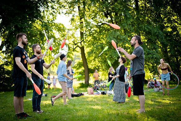 Cyrkowe Jamy Treningowe spotkania w wakacje nad Zalewem Zemborzyckim