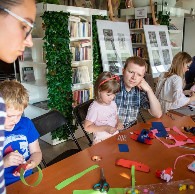 Warsztaty plastyczne dla dzieci i rodziców.