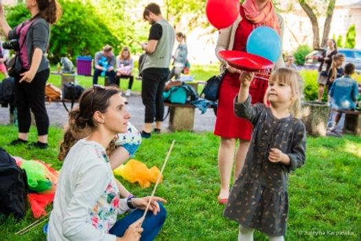 Nauka żonglowania talerzykiem