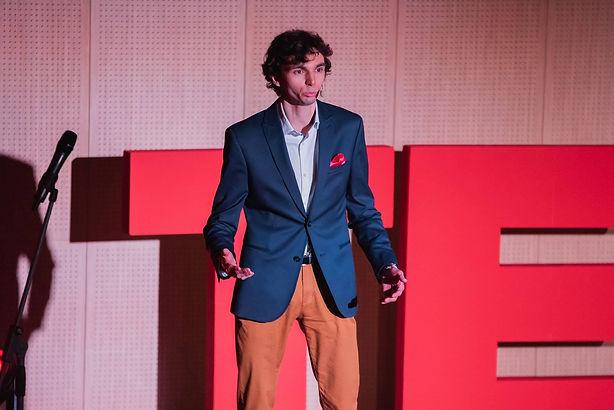Spontaniczność to wolność, a wolność to odwaga. | Adam Organista | TEDxLublin