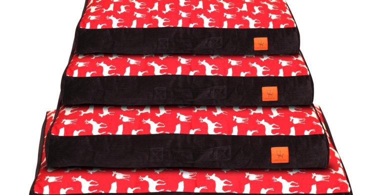Mattress bed red stag design