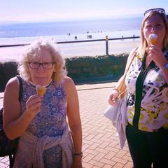 Denise & Fiona do Barry Island  Ice Cream!