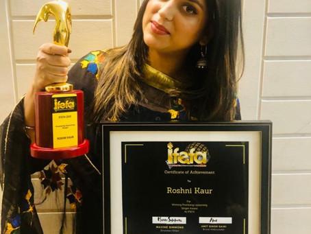 IFEFA Awards Australia 2020: Roshni Kaur brings home most promising upcoming singer award