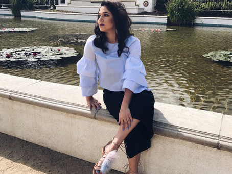 Volantbluse & flauschige Sandalen - So tragen Fashionistas diese Mode