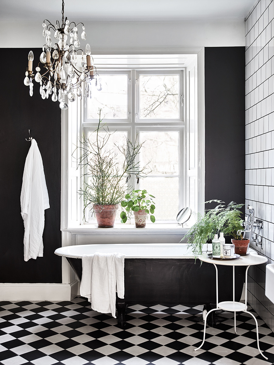 Loving the chandelier, and the green plants. Source: Elle Decoration, Sweden