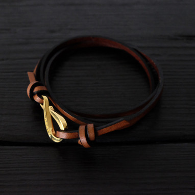 "Brown leather bracelet and ""hook"" Orner clasp in vermeil"