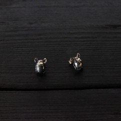 Patinated 925 silver small scarab earrings