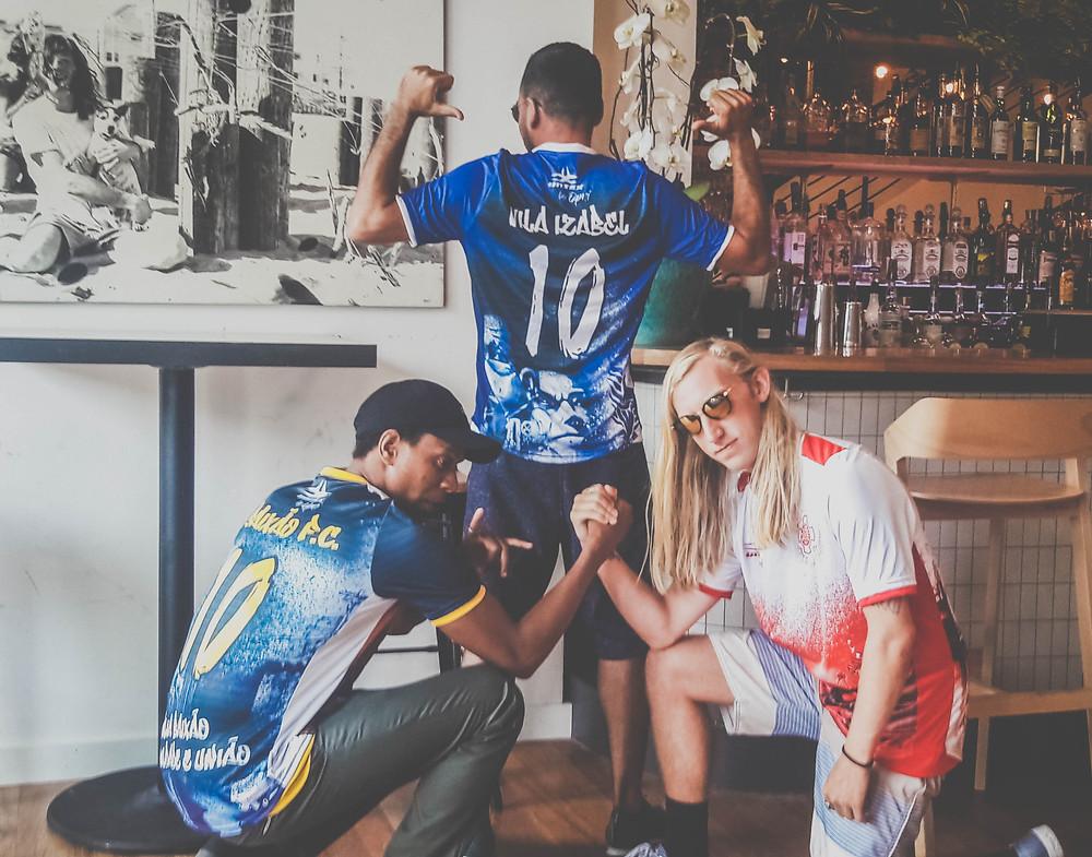 Yossi Vahaba (@yossivahaba) com a camisa do Vila Izabel da coleção UNIEX by OPNI
