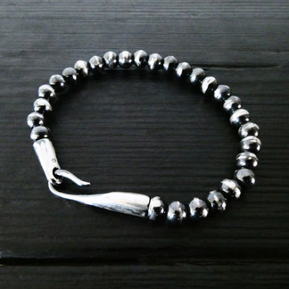 """Pearl bracelet and """"limpid"""" clasp in patinated silver"""
