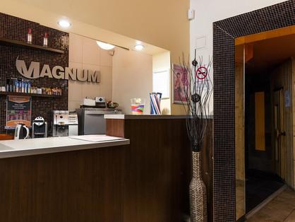 Magnum Szauna: Dark and Naked