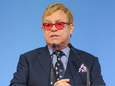 Elton John az LMBTQ jogokról tárgyal az orosz vezetéssel