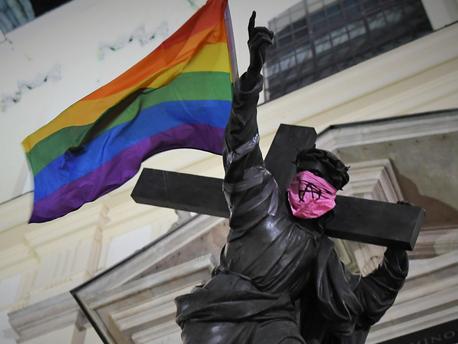 Így akcióznak lengyel melegek a homofóbia ellen