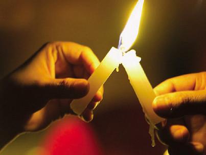 Gyertyát gyújtottak az AIDS áldozatainak emlékére