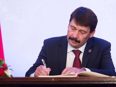 Áder aláírta a transzellenes törvényt