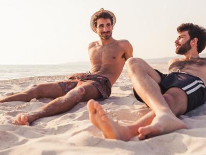 Férfiak, strand, és kánikula