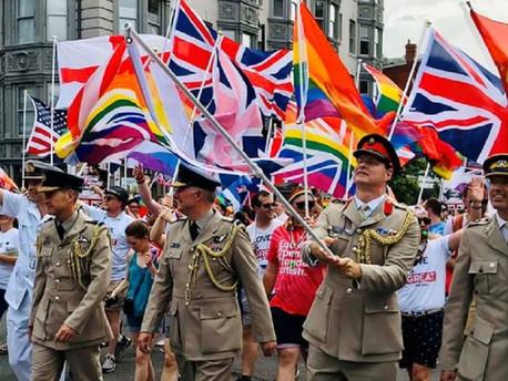 Perre ment egy biszexualitása miatt leszerelt brit katona