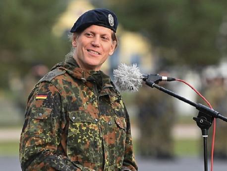 Németország első transznő parancsnoka