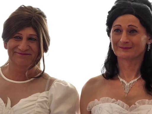 Polgárdiban mossák kezeiket a transz esküvő után